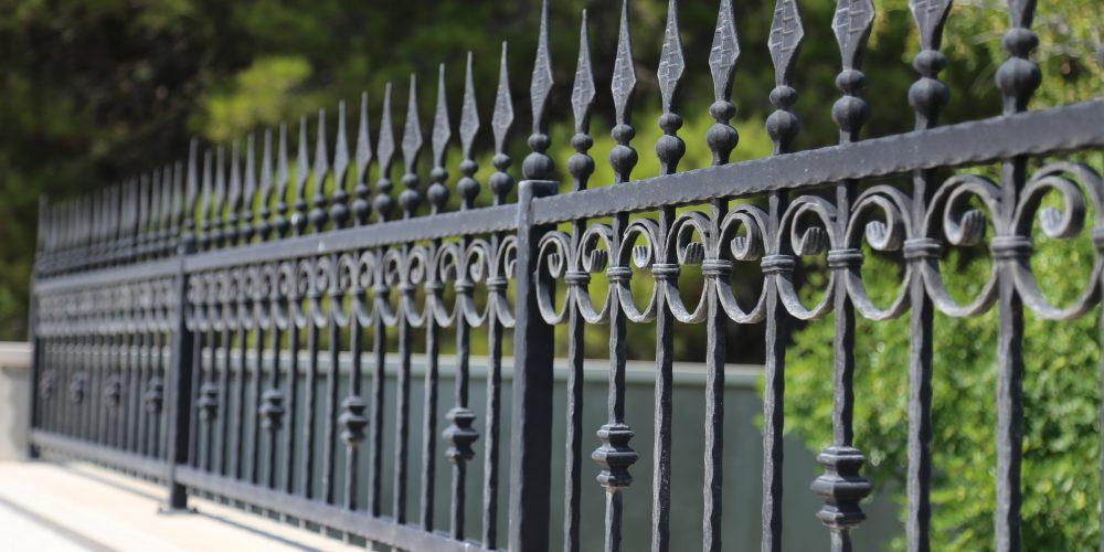 UNM Considers Building Fence Around Entire Campus